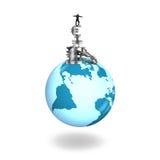 Man som balanserar buntpengarsymboler på jordklotvärldskarta Fotografering för Bildbyråer