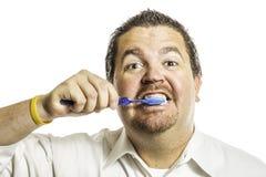 Man som borstar tänder Royaltyfria Bilder