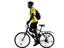 Man som cyklar mountainbikekonturn Fotografering för Bildbyråer