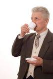 Man som dricker från en kopp Fotografering för Bildbyråer