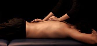 Man som får en massage royaltyfri bild