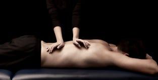 Man som får en massage royaltyfri foto