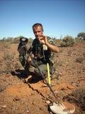 Man som finner en liten guld- klump Fotografering för Bildbyråer