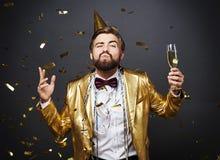 Man som firar helgdagsafton för ` s för nytt år Royaltyfria Foton