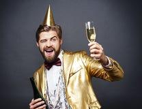 Man som firar helgdagsafton för ` s för nytt år Royaltyfri Bild