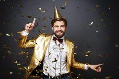 Man som firar helgdagsafton för ` s för nytt år arkivbild