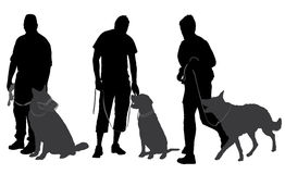 Man som går hans hundkontur Arkivbild