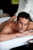 Man som har massage Fotografering för Bildbyråer