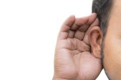 Man som lyssnar med hennes hand på ett öra Arkivbilder
