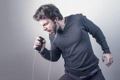 Man som lyssnar till musik Royaltyfri Fotografi