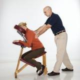man som masserar kvinnan Arkivfoto