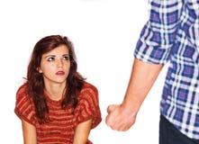 Man som missbrukar kvinnan Arkivfoton