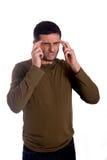 Man som oroas med en huvudvärk Arkivfoto