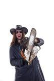 Man som pekar med en chainsaw Royaltyfri Fotografi
