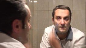 Man som rakar snabbt upptaget liv, tidschackningsperiod lager videofilmer