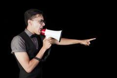 Man som ropar i megafon Royaltyfri Foto