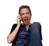 Man som ropar på telefonen Arkivbild