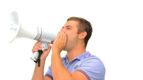 Man som ropar till och med en megafon stock video