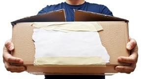 Man som rymmer den gamla pappers- asken Arkivbild
