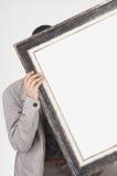 Man som rymmer den tomma ramen royaltyfria bilder