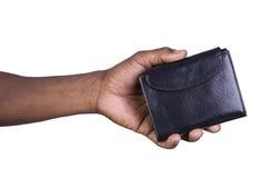 Man som rymmer en plånbok isolerad på vit Royaltyfri Foto