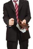 Man som rymmer en tom handväska Arkivfoto