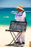 Man som säljer souvenir i Cabo San Lucas, Mexico arkivfoton