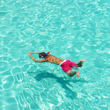 Man som snorkeling Arkivbild