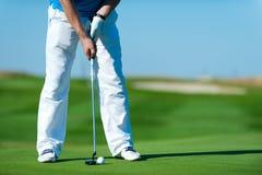 Man som spelar golf Royaltyfria Foton