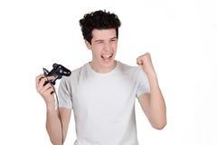 Man som spelar videogames Arkivfoto