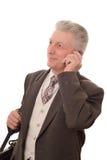 Man som talar på en mobil telefon Arkivfoto