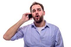 Man som talar på telefonen Arkivfoto