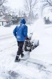 Man som tar bort snö med en Snowblower #1 Royaltyfria Foton