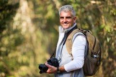 Man som tar fotonaturen Fotografering för Bildbyråer