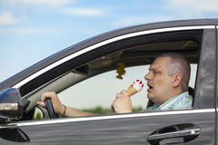 Man som äter glass Royaltyfria Foton
