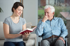 Man spending time with granddaughter Royalty Free Stock Photos