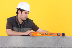 Man with spirit level Royalty Free Stock Photography