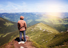 Man standing on the top of the mountain Royalty Free Stock Photography
