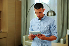 Man standing and using tablet computer Royalty Free Stock Photo
