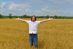 Man stands on the rye field Royalty Free Stock Photos