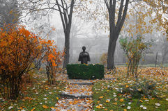 Man statue in autumnal settings Stock Photography