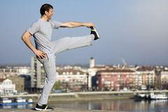Man stretching outdoors Royalty Free Stock Photography