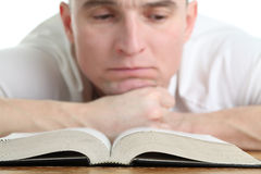 Man studying the Bible Royalty Free Stock Images