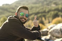 Man with sunglasses making ok symbol. And smile Royalty Free Stock Photos