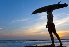 Man surfer with surfboard on a coastline Stock Photography