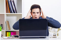 Man surprised looking computer Royalty Free Stock Photography