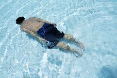 Man swimming underwater Stock Photography