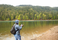 Man taking photos of the lake Royalty Free Stock Photography