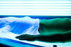Man tanning in solarium Stock Photography
