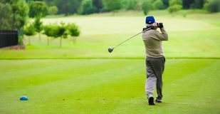 Free Man Teeing Off On A Golf Course With A Driver Royalty Free Stock Images - 134781939